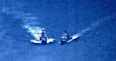 রাশিয়ার জলসীমায় মার্কিন যুদ্ধজাহাজ, তাড়া খেয়ে দিক বদল