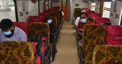 কঠোর স্বাস্থ্যবিধি মেনে চলছে ট্রেন, পরিদর্শনে রেলমন্ত্রী