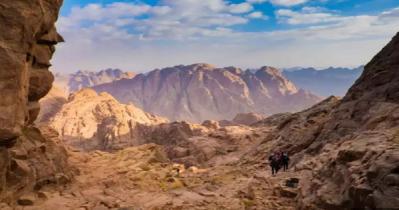 বিশ্বের ৫ পর্বতশৃঙ্গ, তীর্থস্থান মেনে যেখানে ছুটে যান পর্যটকেরা