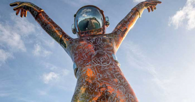 ক্যারিবীয় সাগরে বসেছে ২২ ফুট উঁচু নভোচারীর ভাষ্কর্য